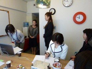 「ビジネスマナー」講座では、大柳摩利子先生に講義をして頂きました。