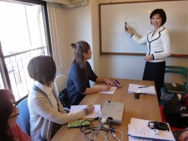 「話し方」講座では、フリーアナウンサーの辻昌子先生に講義していただきました。